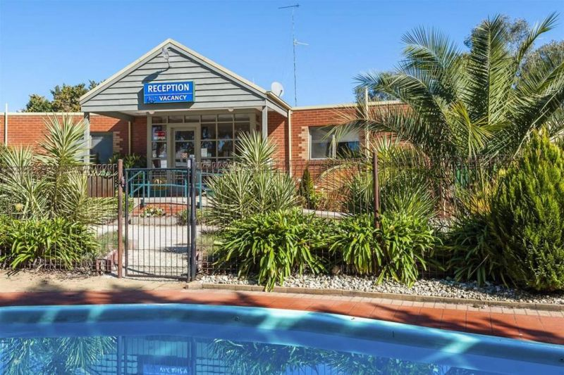 COMFORT INN COACH AND BUSHMANS - Accommodation Noosa