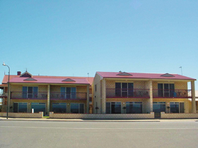 Tumby Bay Hotel Seafront Apartments - Accommodation Noosa