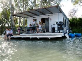 The Murray Dream Self Contained Moored Houseboat - Accommodation Noosa