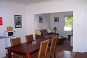 Giants' Table and Cottages - Accommodation Noosa