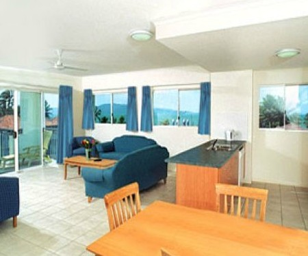 Ocean Breeze By The Strand - Accommodation Noosa
