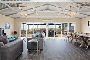 Coral Sands Luxury Beach House - Accommodation Noosa