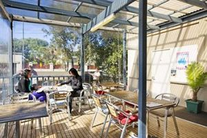 Cambridge Lodge - Hostel/Backpacker - Accommodation Noosa
