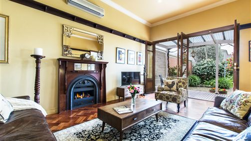 Avalon Guesthouse - Accommodation Noosa