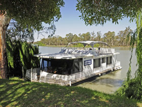 Boats and Bedzzz - The Murray Dream self-contained moored Houseboat - Accommodation Noosa