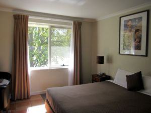 Forrest Hotel  Apartments - Accommodation Noosa