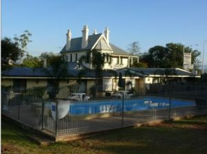 Airlie House Motor Inn - Accommodation Noosa