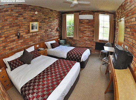 Log Cabin - Accommodation Noosa
