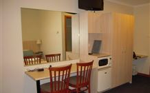 Tudor Inn Motel - Hamilton - Accommodation Noosa