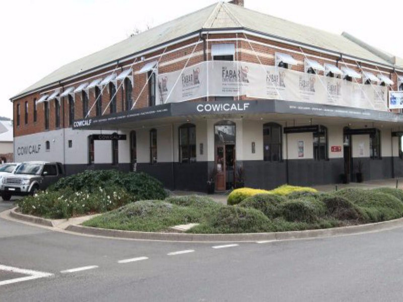 Cow and Calf Hotel - Accommodation Noosa