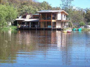 Lakeside Lodge - Accommodation Noosa