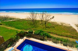 Pelican Sands Beach Resort - Accommodation Noosa