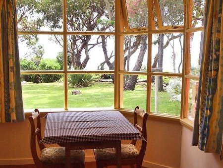 Anchlia Waterfront Cottage - Accommodation Noosa