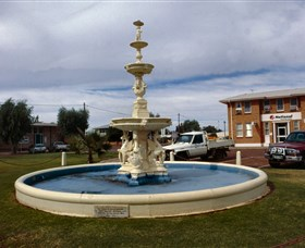 Cunnamulla War Memorial Fountain - Accommodation Noosa