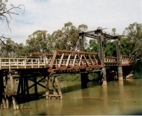 Swan Hill - Murray River Road Bridge - Accommodation Noosa