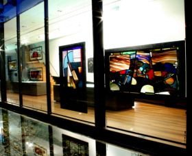 National Art Glass Collection - Accommodation Noosa