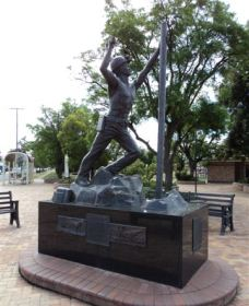 Miners Memorial Statue - Accommodation Noosa