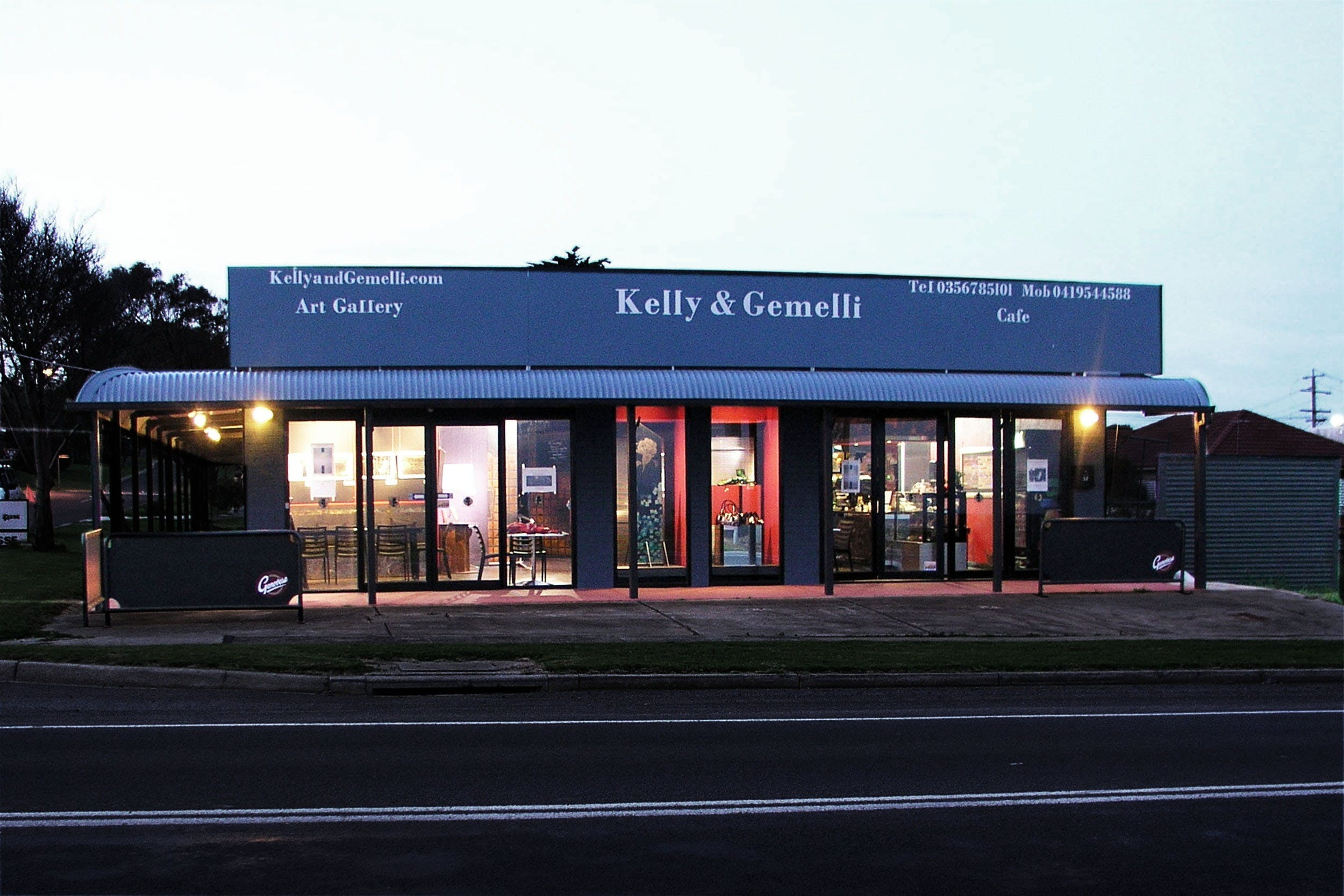 Kelly  Gemelli - Art and Design - Accommodation Noosa