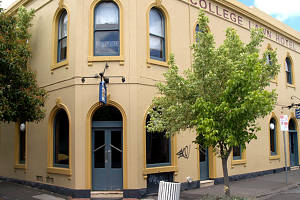 The College Lawn Hotel - Accommodation Noosa