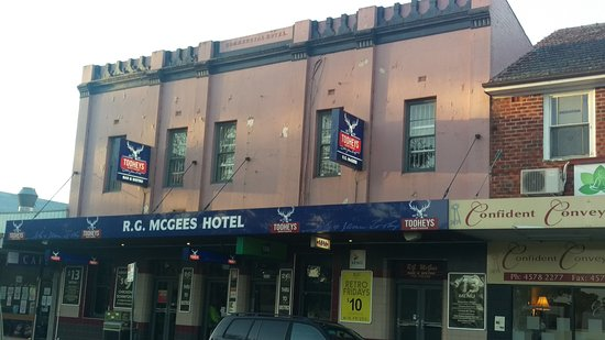 R. G. McGees Hotel - Accommodation Noosa