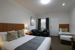 Cadman Motor Inn and Apartments - Accommodation Noosa