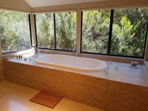 Jarrah Grove Forest Retreat - Accommodation Noosa