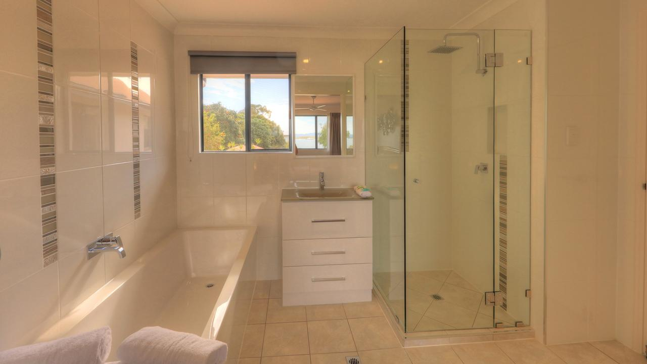 Dolphin Waters - Accommodation Noosa
